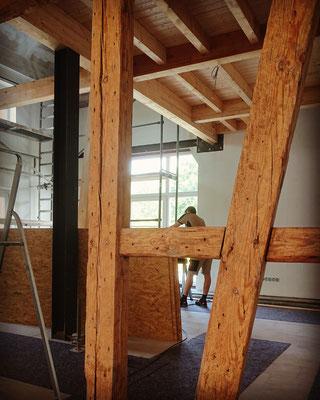 Altes Fachwerk und neue Holzbalkendecke