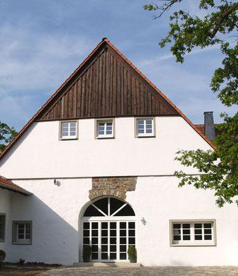 Bauernhaus saniert, Dachgeschoss als Holzhaus errichtet