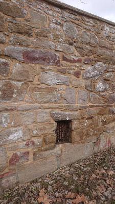 Mauersanierung mit Natursteinmauerwerk