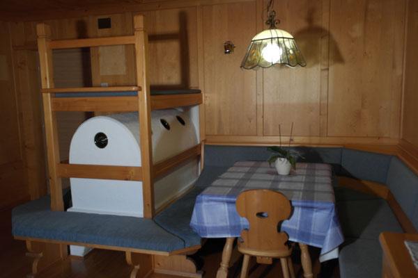 Wohnzimmer mit Bauernofen