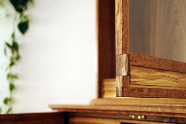 Detail des Griffes oben