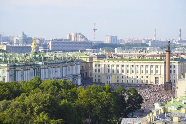 La columna de Alejandro en la plaza del palacio