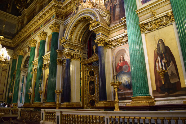 Interior Catedral San Isaac con columnas de malaquita y lapislázuli.