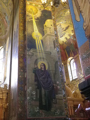 Interior de la Iglesia de la Sangre Derramada