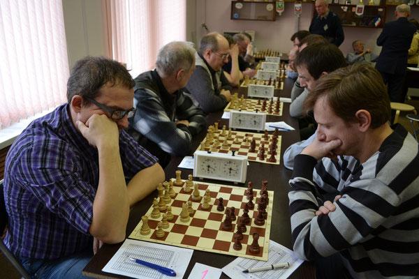 Шахматисты в великих раздумьях