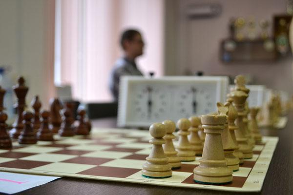 Макроснимок белых шахмат