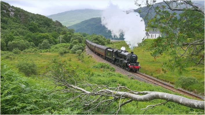 Der Harry Potter Zug fährt durch die Highlands