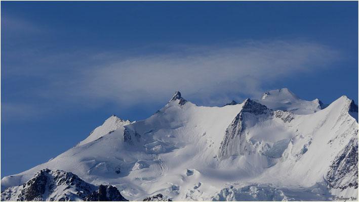 Blick von der Moosalp auf die Mischabel; Berggipfel von links nach rechts: Lenzspitze (im Hintergrund), Nadelhorn, Stecknadelhorn, Dom (im Hintergrund), Hohberghorn