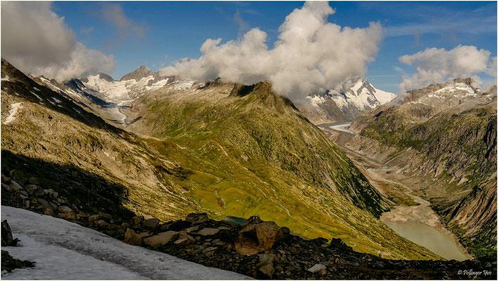 Sidelhorn Wallis/Bern Links Oberaargletscher rechtes Unteraargletscher. Berggipfel:Finsteraarhorn, Schreckhorn und Lauteraarhorn.