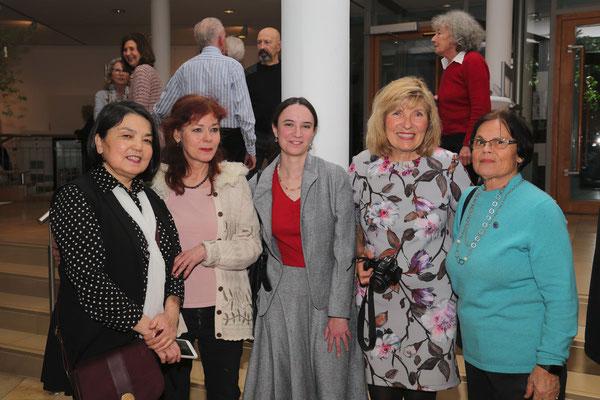 Marwayit Hapiz, Ruth Moch, Ricarda Blank, Elisabeth Sorger, Heidi Eppinger (von links nach rechts)