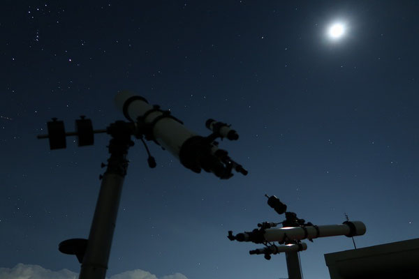 望遠鏡と月