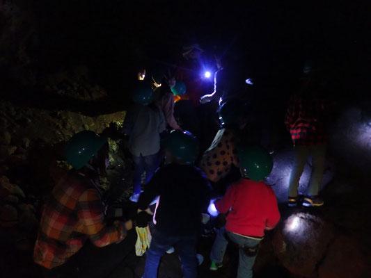 こうもり洞窟探検