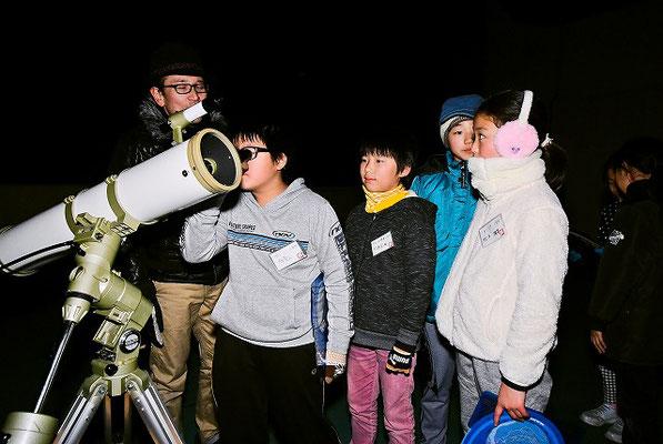 望遠鏡で観察