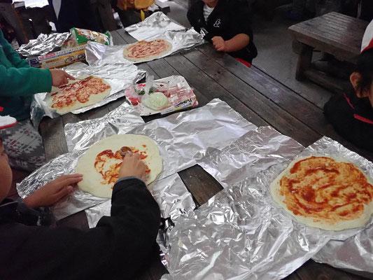 ピザ生地づくり