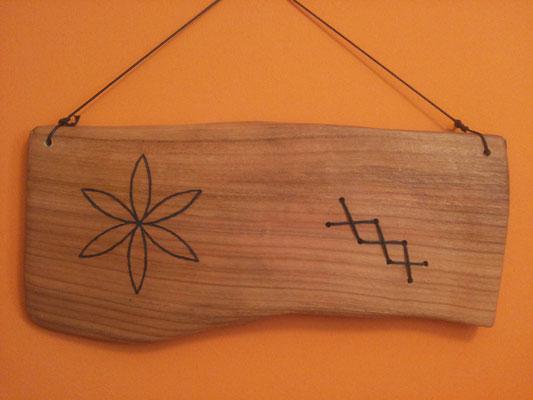 Kirschholz mit Sonnenmalerei und Band , ca. 20x30cm, geölt