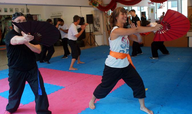 Lehrgänge: Techniken mit der Kung Fu Waffe Fächer
