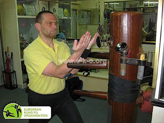 Trainignsmittel des traditionellen Kung Fu, die Holzpuppe