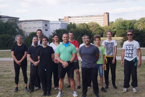 Meister Rios und Meister Heek mit einigen Teilnehmern des Kung Fu Schultreffens