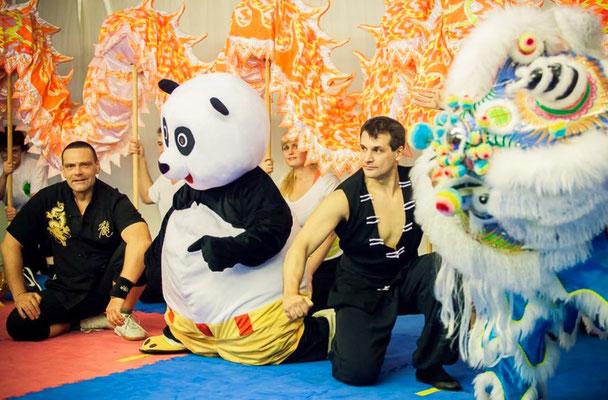 Kung Fu Vorführung mit Kung Fu Panda, Drachentanz und Löwen