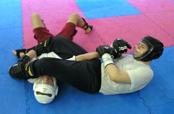 im Kampfsport gibt es für die Kampftechniken feste Regeln