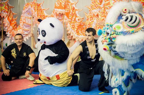 Unsere Vorführungen beeinhalten die gesamte Bandbreite des traditionellen Kung Fu
