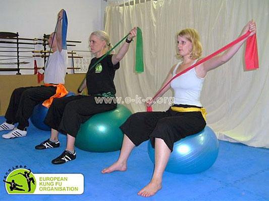 Fitnessübung mit Theraband