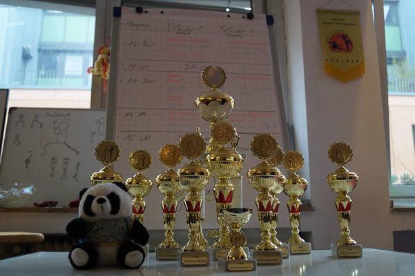 Pokale für den Kung Fu Köln Cup in der JIng Wu Schule Köln