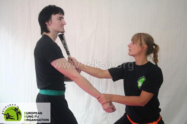Selbstverteidigungstechnik mit Fächer
