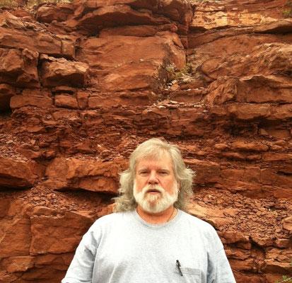 アリゾナ州セドナに在住の形而上学の教師、クランボイヤント。サイキック・コンサルタント、催眠療法士およびスピリチャル・カウンセラー