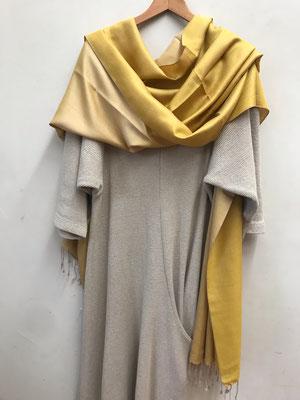 2.Seidenschal, zweifarbig, Women Foundation, 70 x 200 cm, 65,00 €