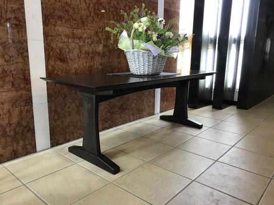 エントランステーブル。八ヶ岳の家具工房ZEROSSOの創作家具、モダンなお仏壇、オリジナルの茶道具。