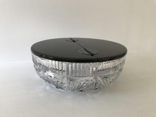 ガラスの器に合わせて製作した水指の蓋。専用の蝶番で折れるデザインです。/八ヶ岳の家具工房ZEROSSOの茶道具