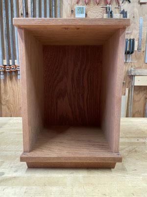 小さなお仏壇、厨子の製作過程。本体を組んで土台を取り付けました。八ヶ岳の家具工房ZEROSSOのオーダーメイド家具、モダンなお仏壇、キャビネット、オリジナルの茶道具、アート作品。