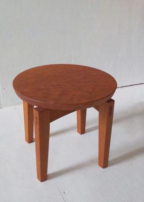 峰雲 腰座:やや低めのスツールです。/八ヶ岳の家具工房ZEROSSOの点茶ユニット家具「峰雲」