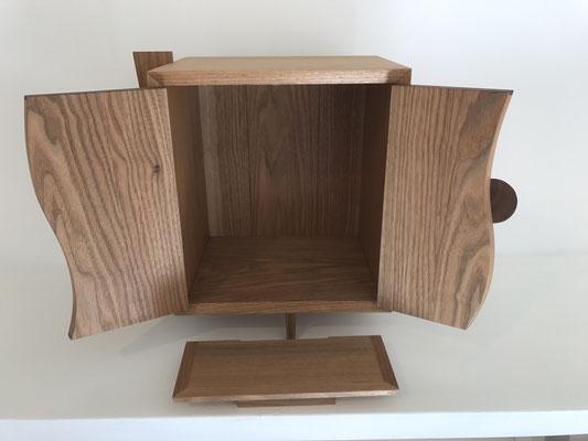 須弥壇を手前に置く使い方もあります。/八ヶ岳の家具工房ZEROSSOのお仏壇