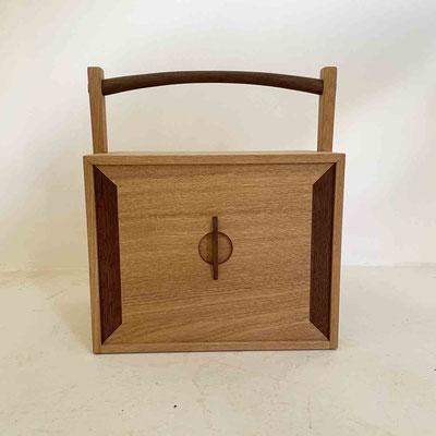 茶人の箱/おかもち・倹飩蓋。真正面の姿。家具工房ZEROSSO、清水泰のオリジナル茶道具。