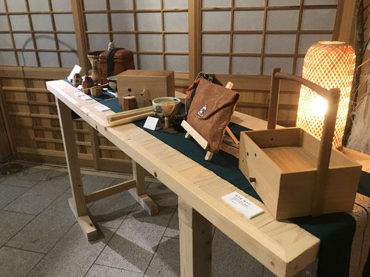 名残の月~4人展。笹離宮での会場風景。八ヶ岳の家具工房ZEROSSOの展示会です。