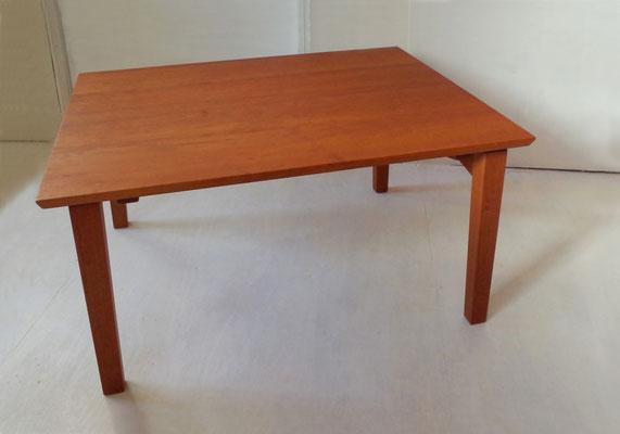 峰雲 主机:ユニットの中心となるテーブルです。組み立て式です。/八ヶ岳の家具工房ZEROSSOの点茶ユニット家具「峰雲」