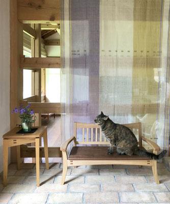 猫のためのスタイリッシュベンチ、タモ。八ヶ岳の家具工房ZEROSSOの創作家具。