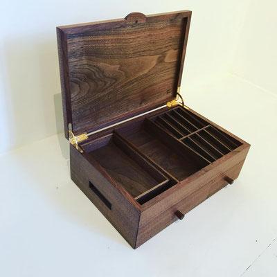 木製のレジスター。お札もコインも使いやすく収納できる優れもの/八ヶ岳の家具工房ZEROSSOの創作家具