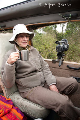 Pause café dans le 4x4 - Masaï Mara, Kenya - février 2011
