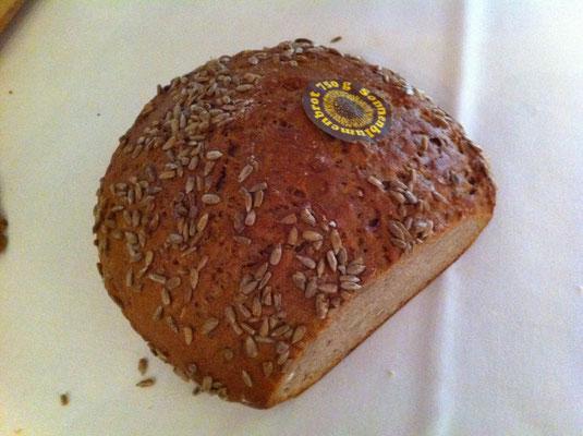 夕食に食べるライ麦パン