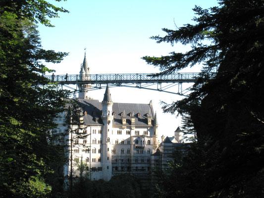 橋とノイシュバンシュタイン城