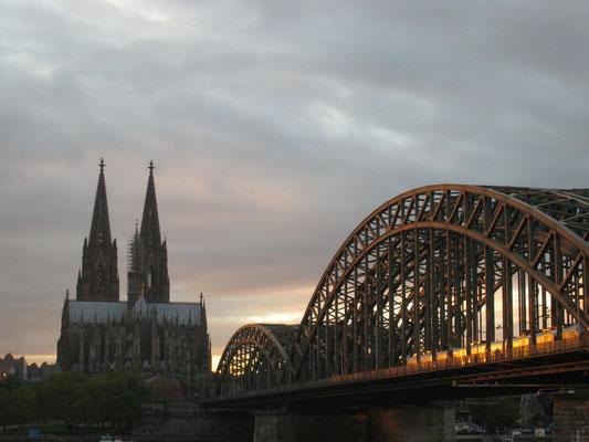 ケルン大聖堂と陸橋