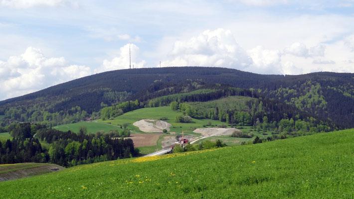 Überholbahnhof Theuern, Blick zum Bleßberg