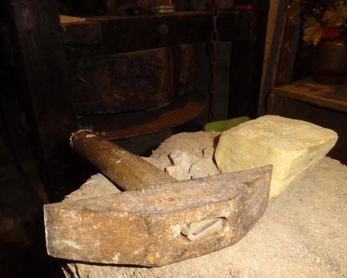 Märbelpickerhammer zum Abschlagen von Kalksteinwürfel