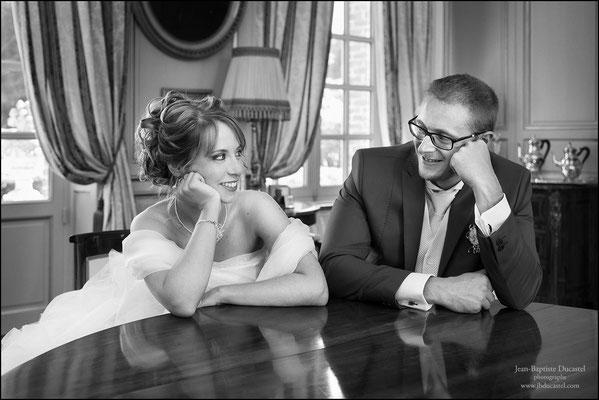 Mariage au Chaâteau de Sauchay : Séance portrait de couple noir et blanc