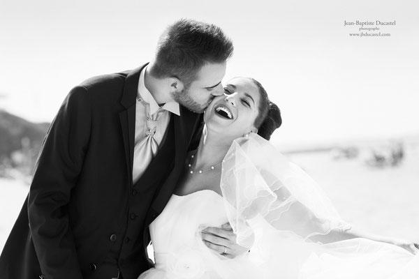 Séance photo mariage lifestyle noir et blanc à Arcachon