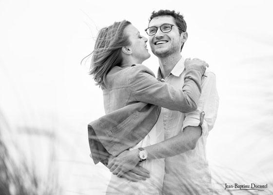Seance couple amoureux en noir et blanc