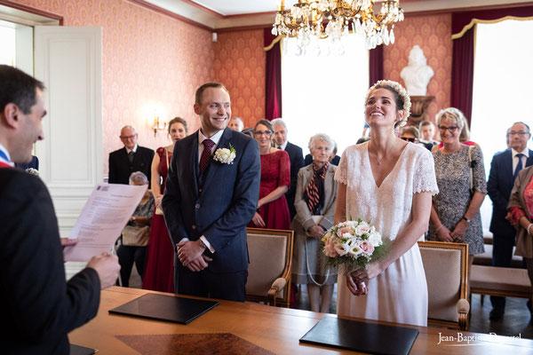 Mariage à la mairie de Soisy sur Seine - robe Sezane - Coiffure & make up : Marie Viat
